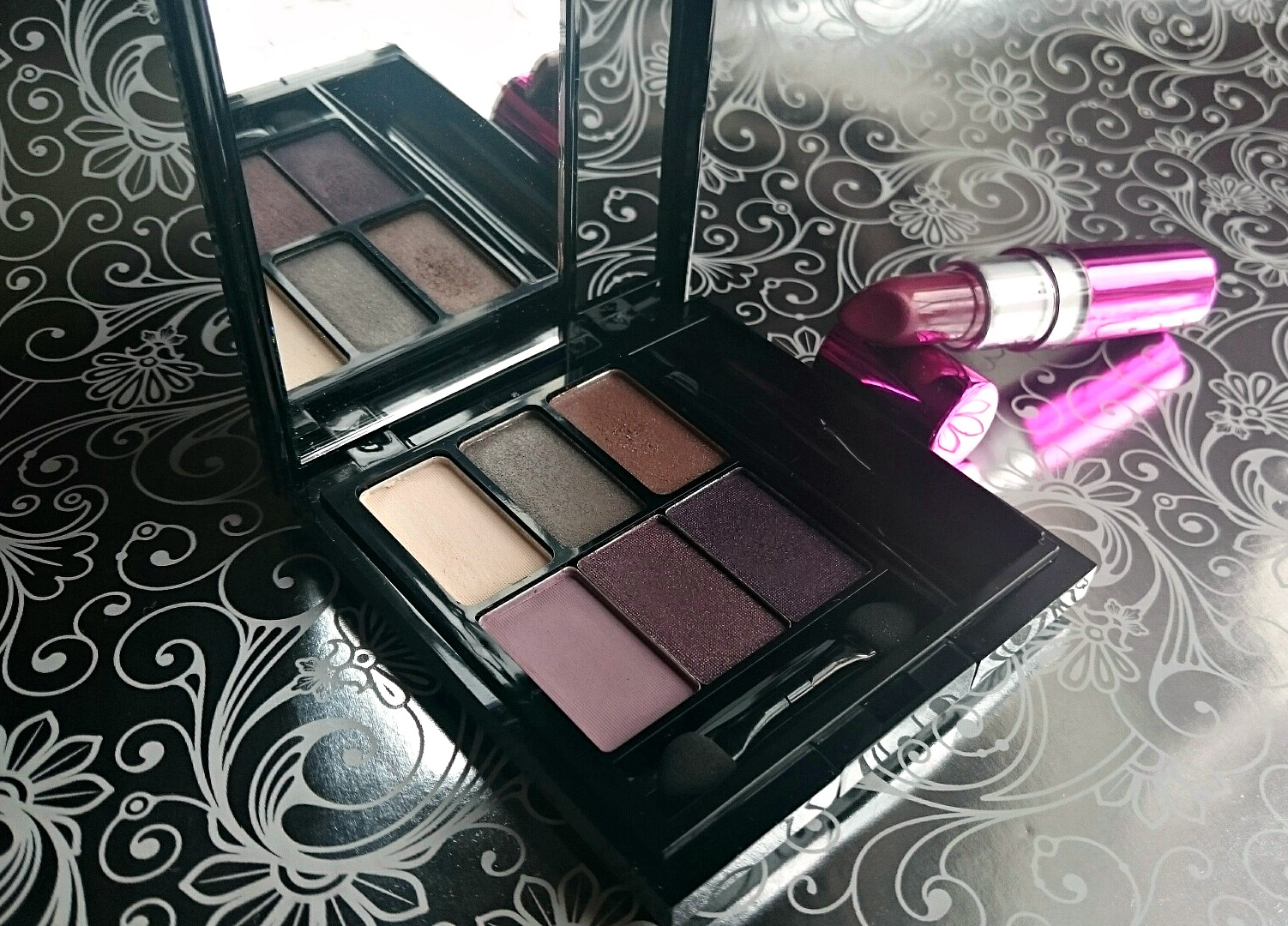Makeup Revolution I am Powerful palette