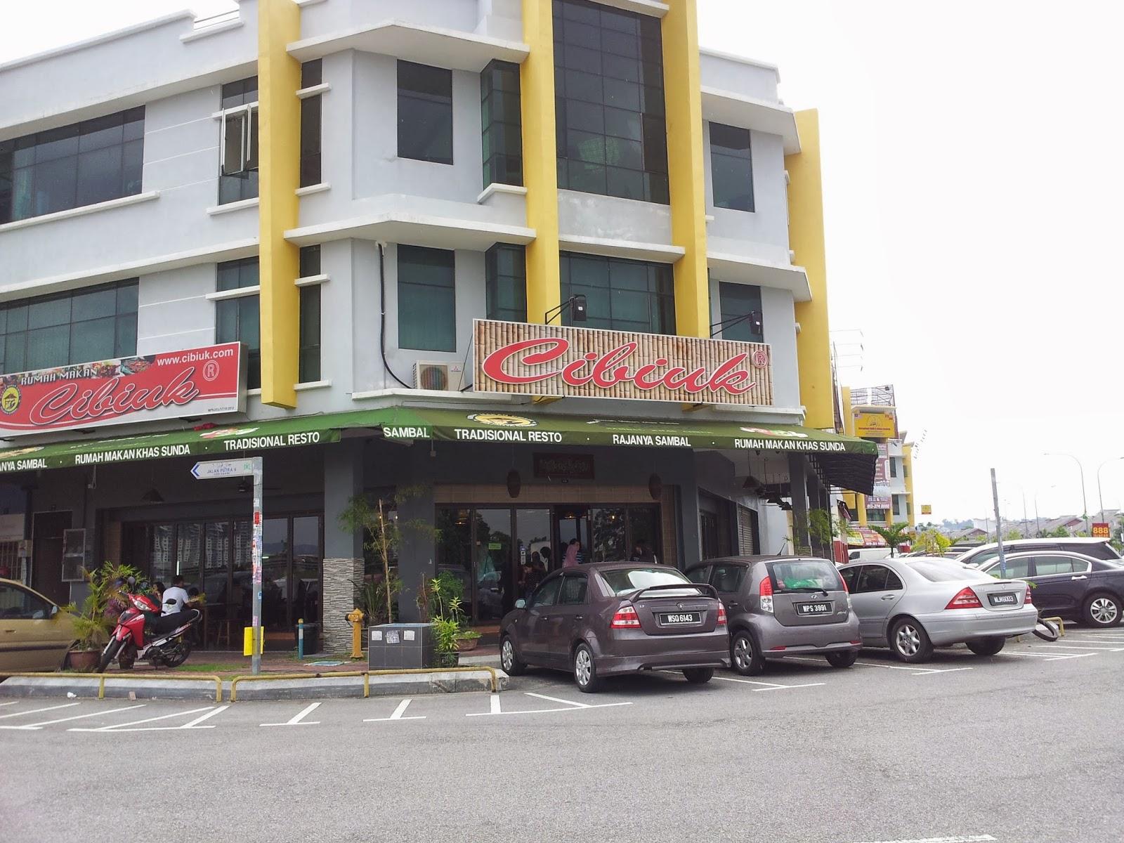 Restoran ini corner lot menghadap lebuhraya SILK dan berdekatan dengan Tol Sungai Ramal