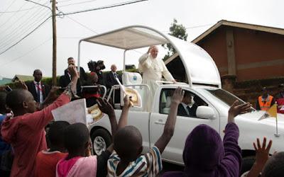 buongiornolink -  Il Papa in Uganda i piaceri mondani non danno gioia VIDEO
