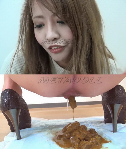 [FF-043] Closeup of beautiful girls face and girls shitting