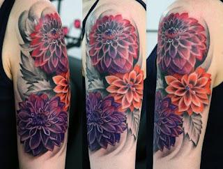 Tatuagem flores no braço