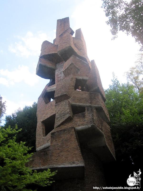 Meudon - Sculpture Habitacle 3 - La Tour  Sculpteur: André Bloc  Creation: 1966