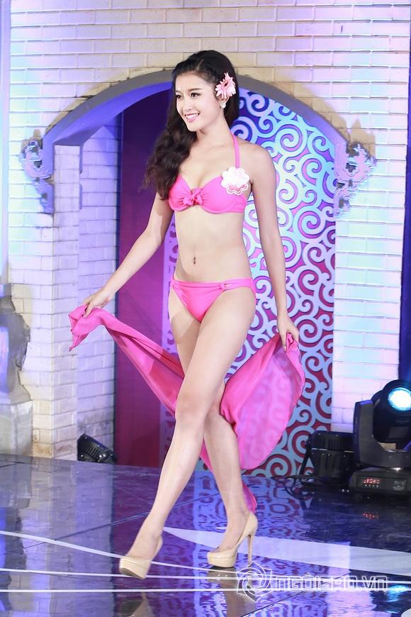 Ảnh gái xinh Hoa hậu miền bắc 2014 với bikini 31
