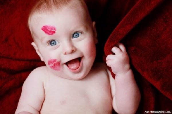 Photo bébé adorable bisous