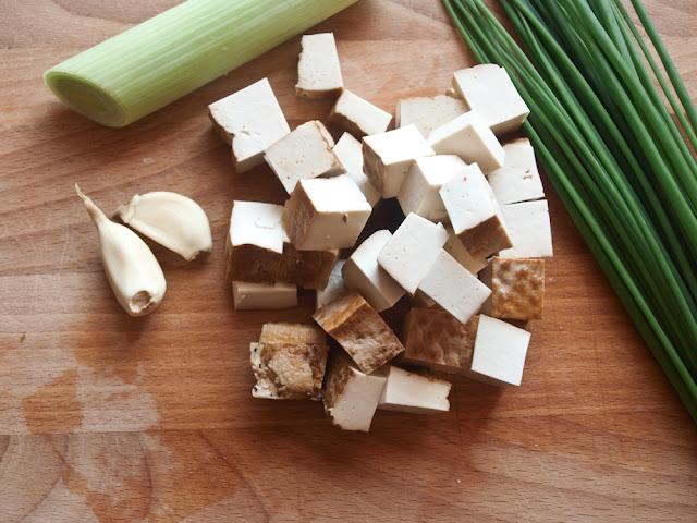 Tofu z makaronem smażone