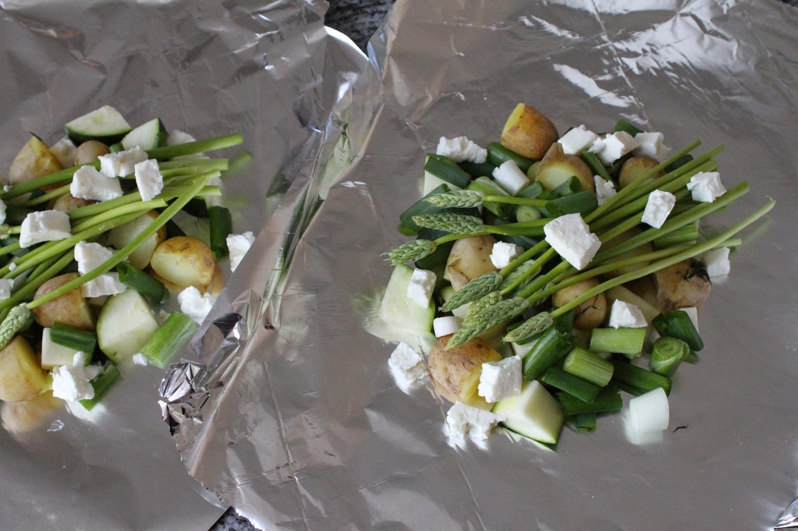 Kasvikset pakettiin ja paketti grilliin