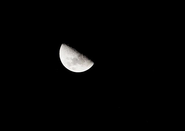 half moon, dark sky,astrophotography