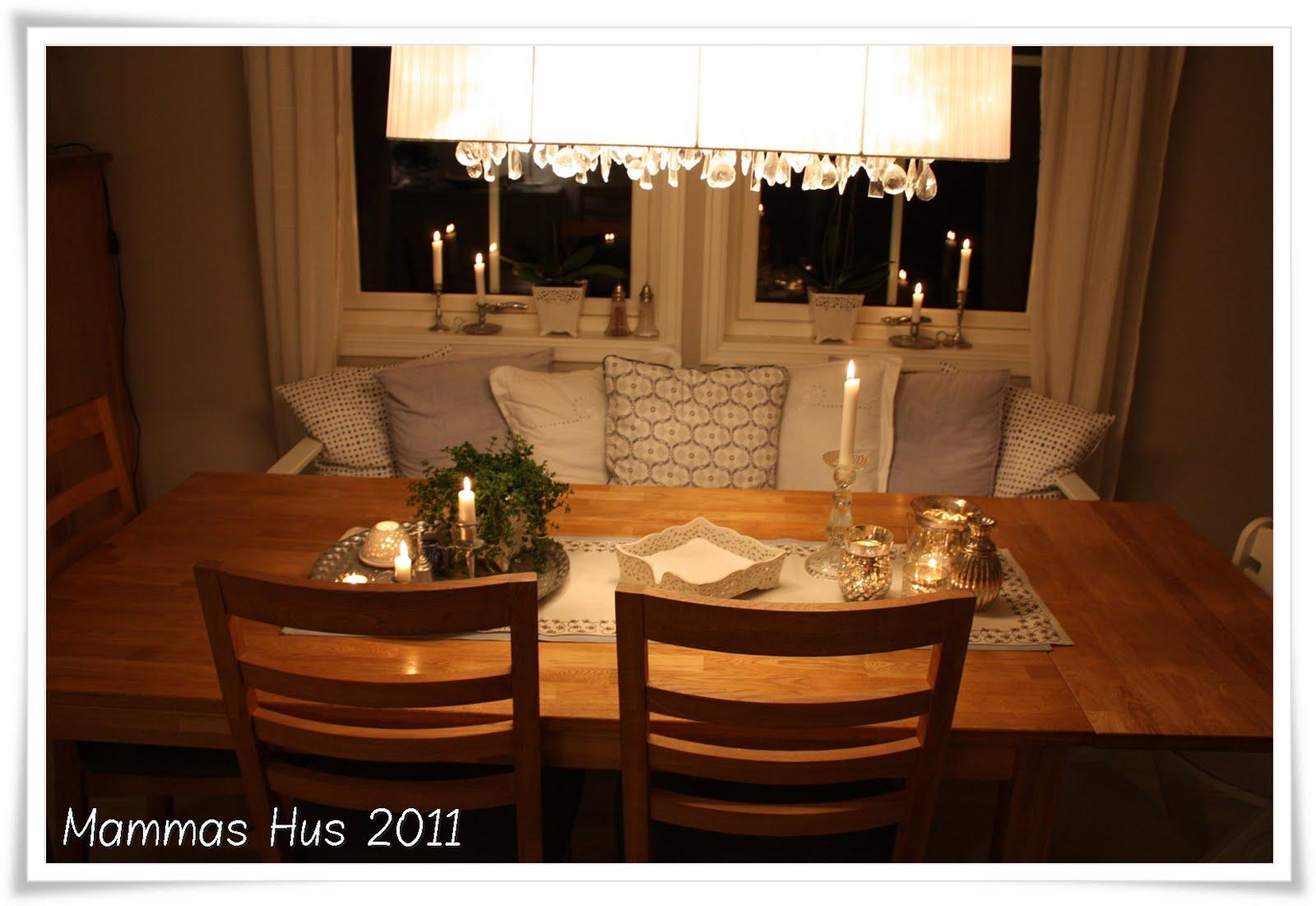 Mammas Hus: Spisebord og pynt