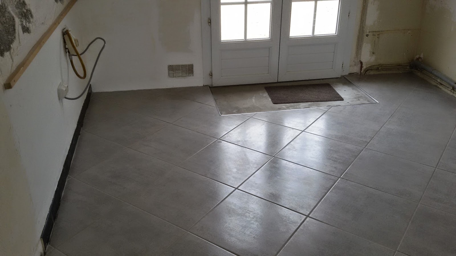 Pose carrelage pose carrelage en diagonale moderne for Pose de carrelage