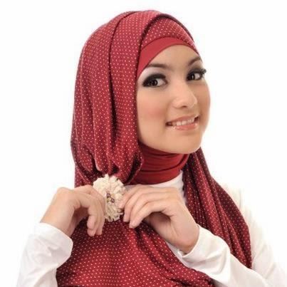 Kombinasi Hijab dan Bross yang Sesuai