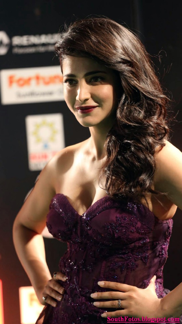 Shruti Haasan Latest Hot Photos