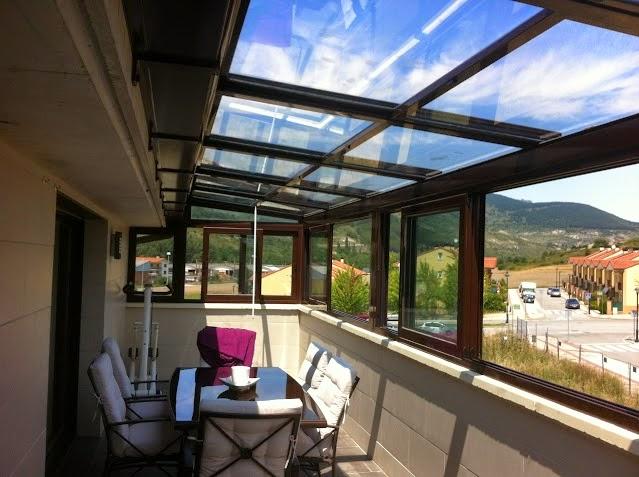 Techo m vil motorizado montadores de techos tejados y for Cierres de aluminio para terrazas