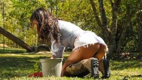 Mendigata tira a roupa para a Playboy de outubro 2014