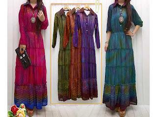 Tampil Modis Saat Lebarang dengan Dress Siffon Motif Glitter