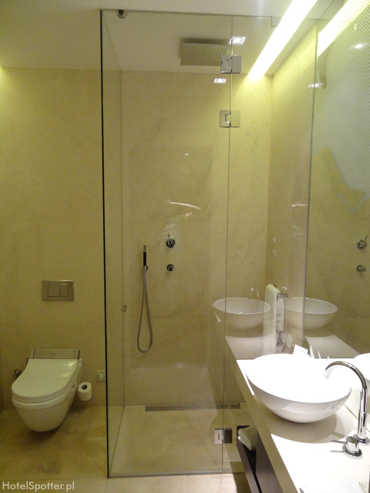 Buddha-Bar Hotel Budapest bathroom