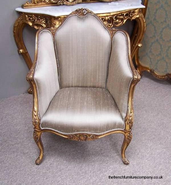Silloncito tapizado estilo Francés de madera tallada y dorada