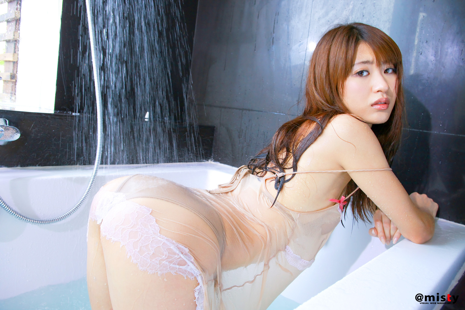 nude japanese girls bath