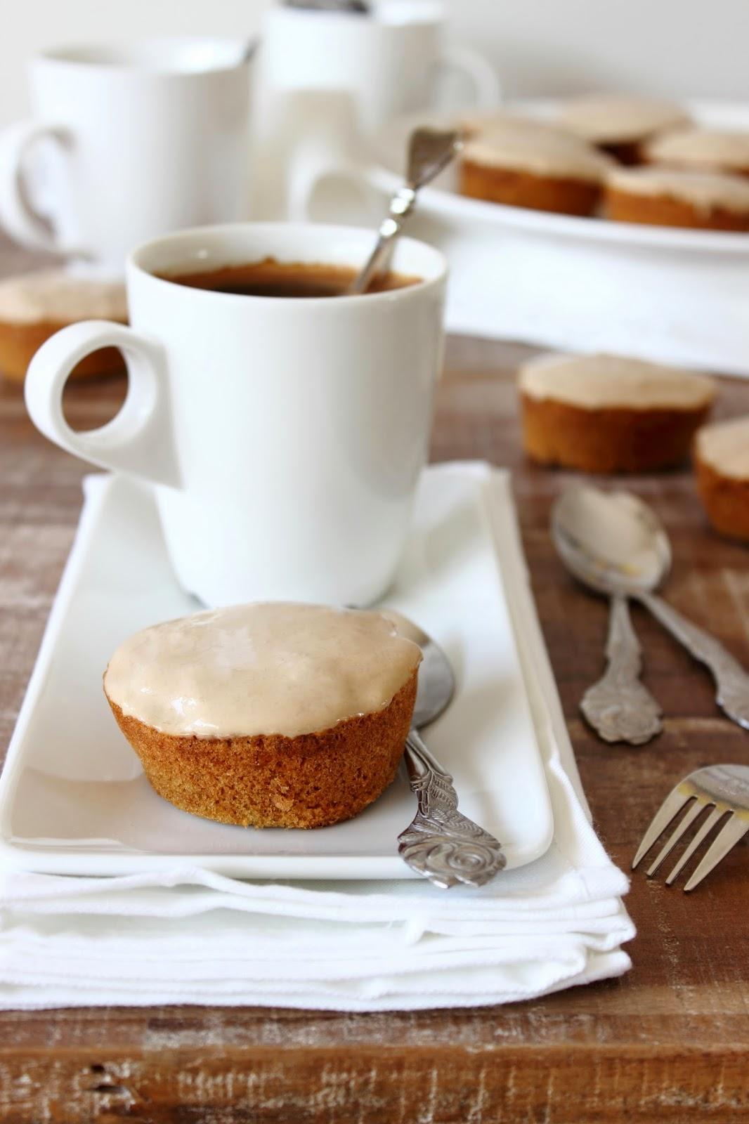 Koffiecakejes met koffie-mascarponeglazuur