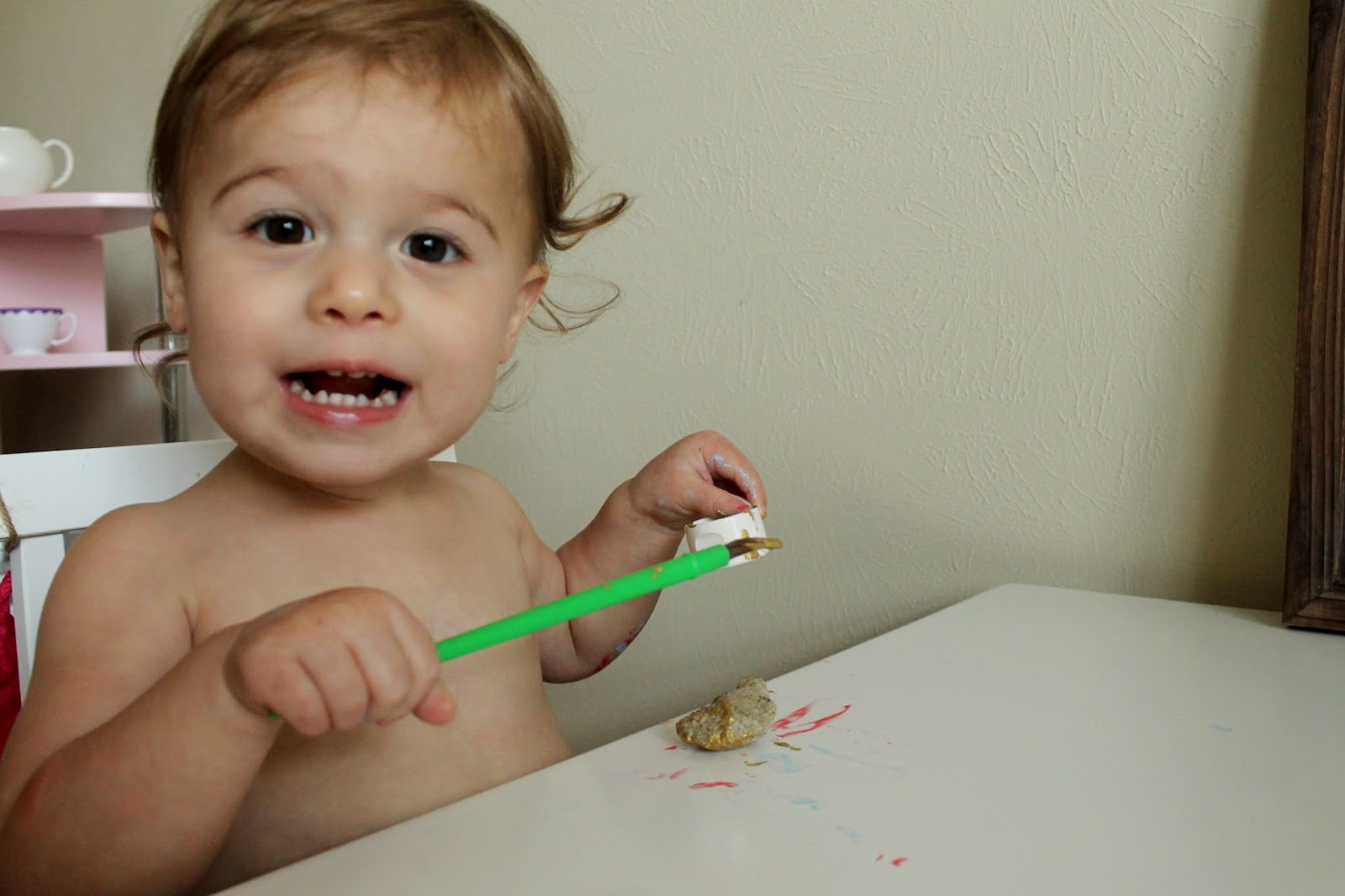Toddler painting | halloween crafts | bubblesandgold.com