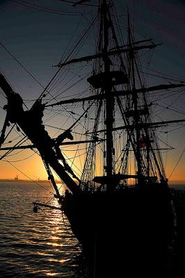 contoh foto siluet kapal