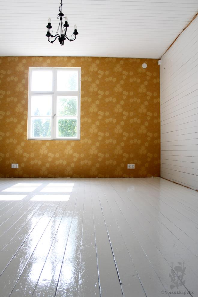 Voiko lakatun lattian maalata