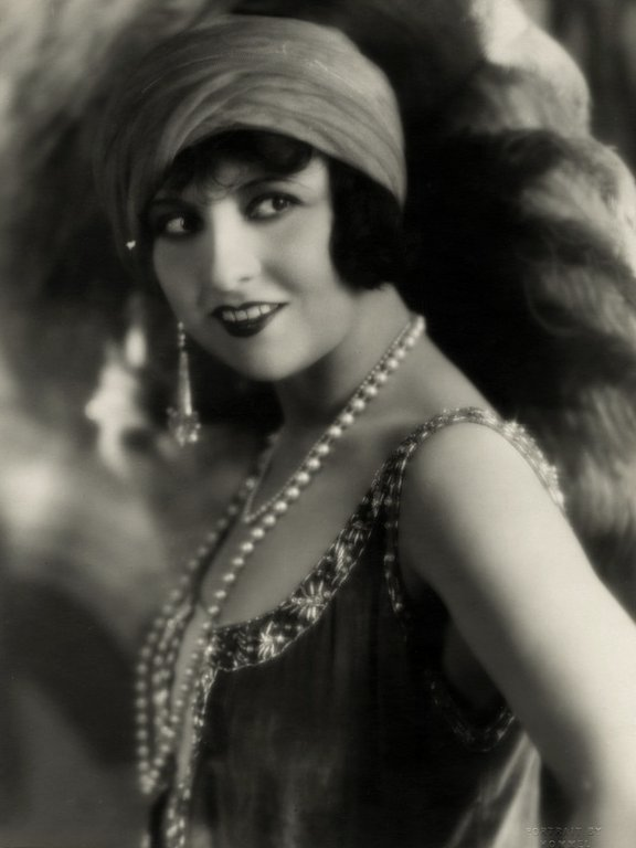 WE ART THE 1920S 1920s_Flapper_Lucy_Doraine_-_Photo_by_George_Hommel.31394130_large