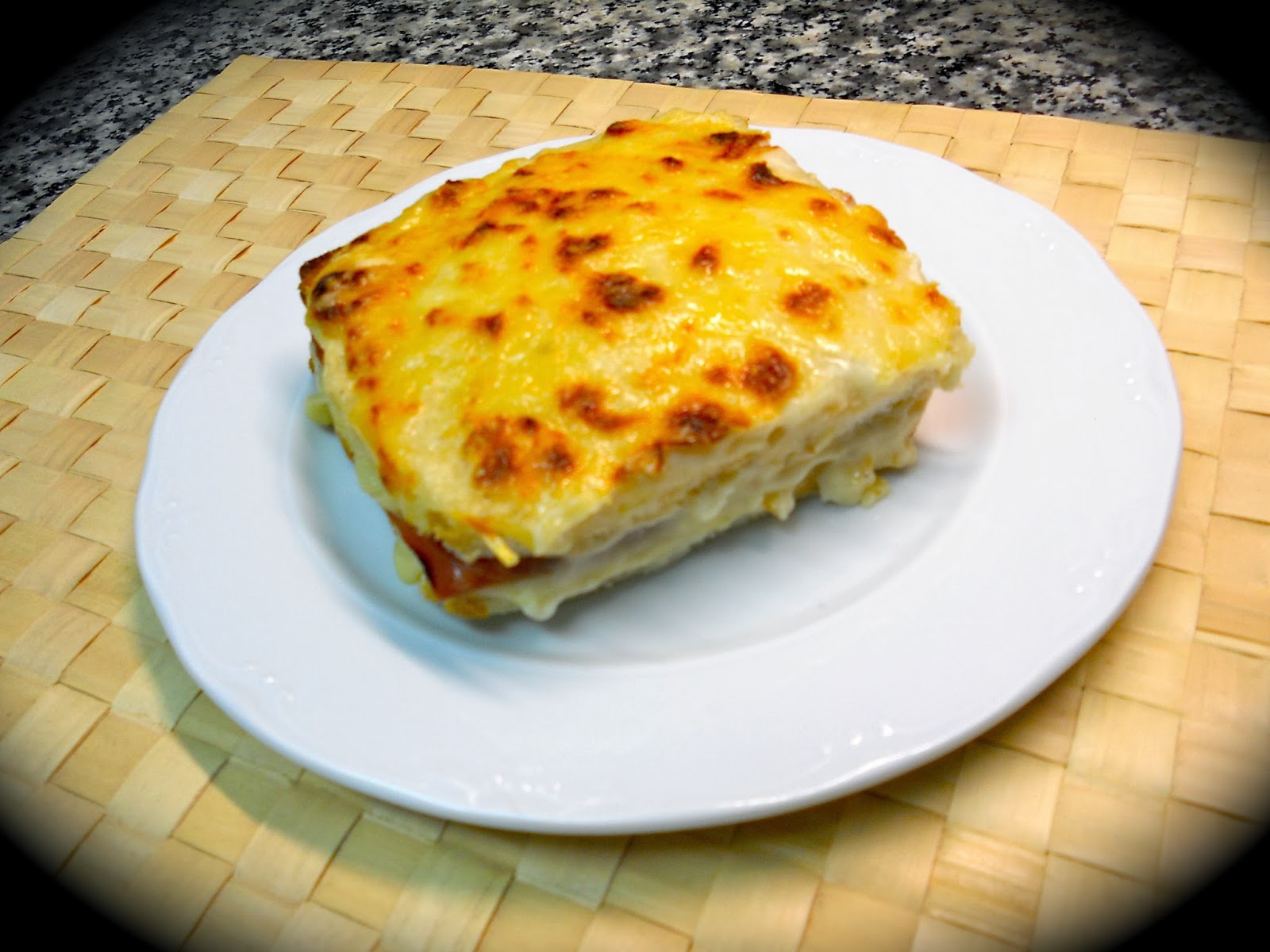 noe cocinillas croque monsieur con bechamel. Black Bedroom Furniture Sets. Home Design Ideas
