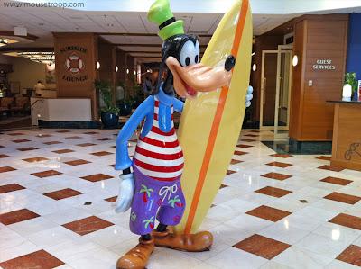 Paradise Pier Hotel Disneyland Resort Goofy Surfer statue