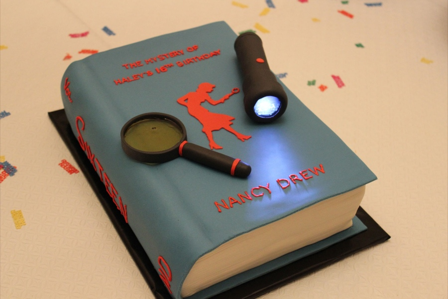 Nancy Drew Cake Ideas http://nancydrewsleuths.blogspot.com/2013/03/nancy-drew-cakes.html