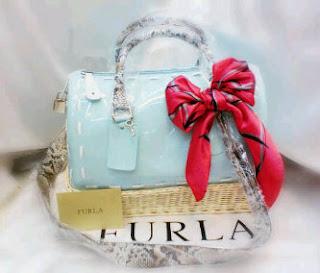 Bahan tas FURLA PICNIC ini terbuat dari Jelly Kombinasi anyaman Rotan,