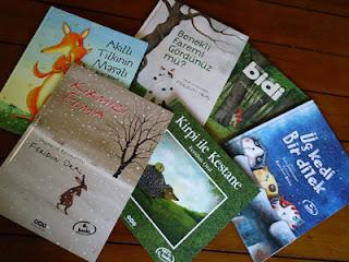 Bir Annenin Blogu - Deniz'in elinden düşürmediği çocuk kitapları