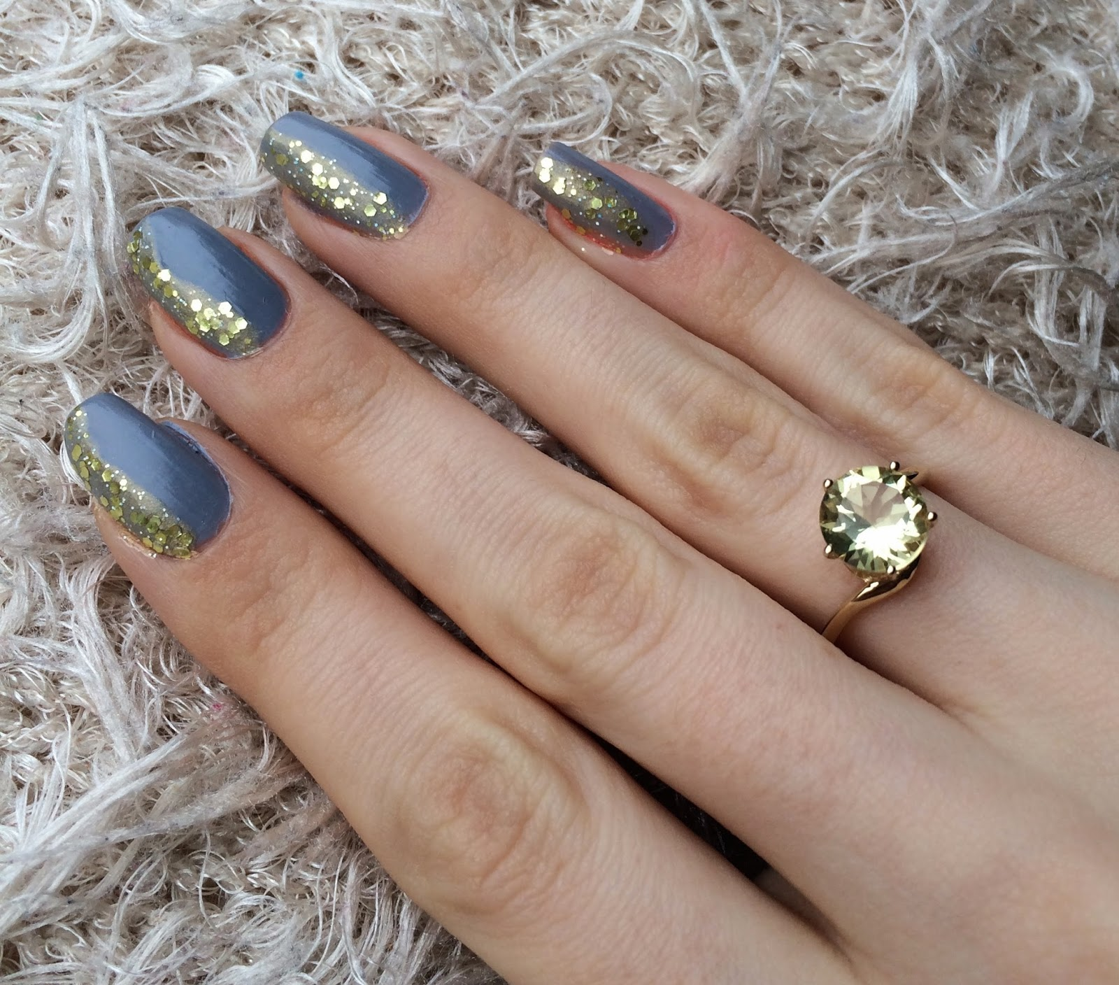 essie-cocktail-bling-glitter-gosh-greed-gold-nails