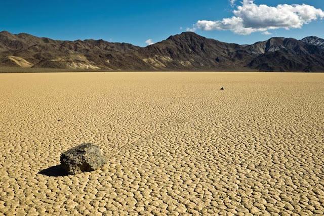 Maravillas de la naturaleza: las piedras que se mueven solas