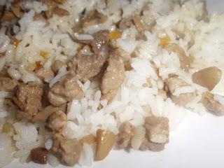 arroz con carne y zanahorias