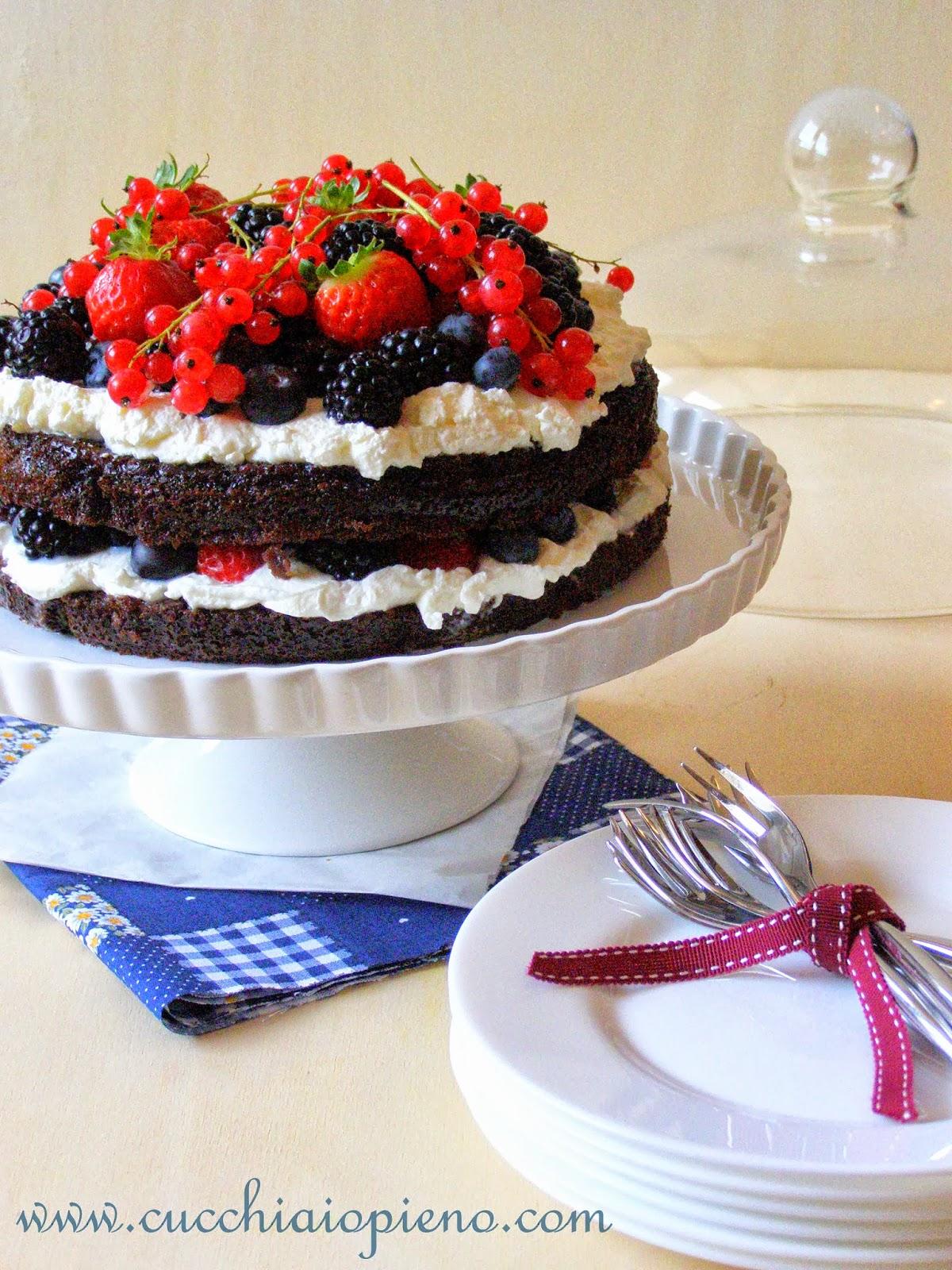 http://www.cucchiaiopieno.com/2013/10/bolo-de-aniversario-de-chocolate.html
