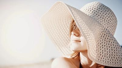 kvinner med hatt
