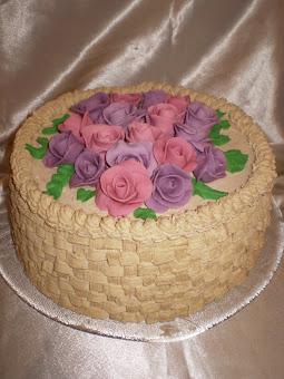 Rózsás kosár torta