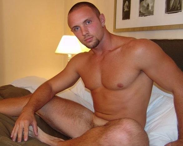 Hombres desnudos bailando con sus penes en Mount - Gay