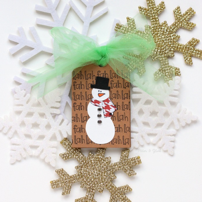 Create this Handmade Snowman Gift Card to add to Christmas gifts. www.pitterandglink.com