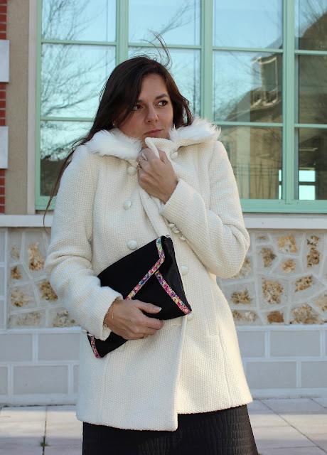 robe naf naf, manteau blanc, low boots article de paris, pochette minelli, bracelets merci ma jolie