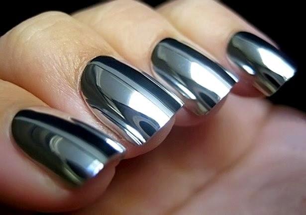 Металлический маникюр Фото 1. «Зеркальный» лак на ногтях