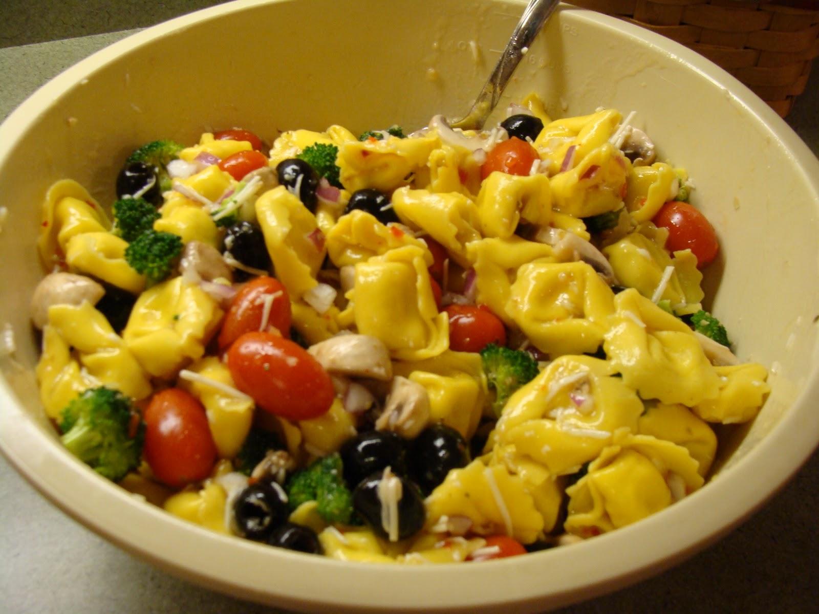 Kristi's Recipe Box: Tortellini Salad