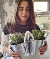 Con sus nuevas plantas...
