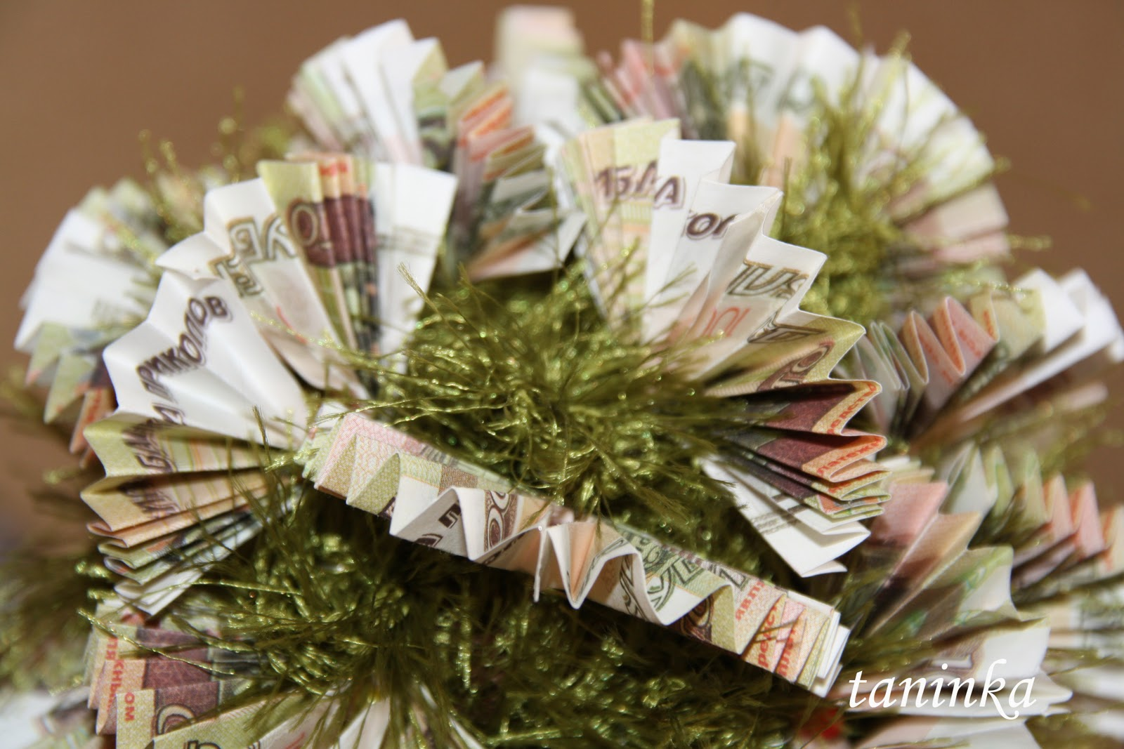 Топиарий своими руками из денежных купюр