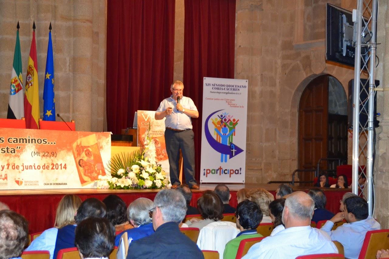 Jesús Moreno, Secretario del Sínodo, explica las etapas del mismo en el VI Congreso Teológico Pastoral de la Diócesis