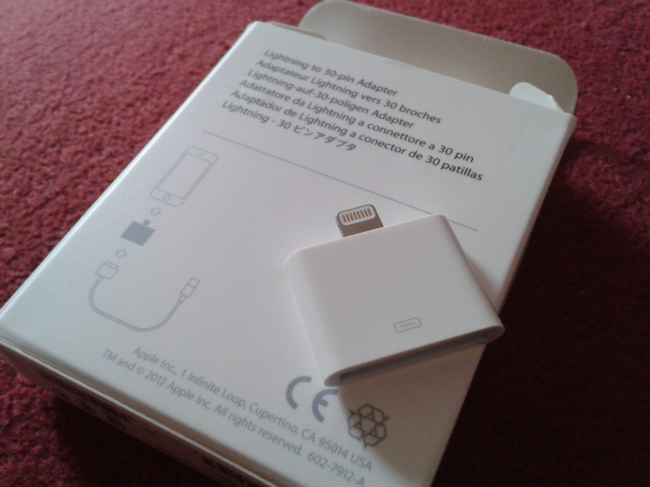 Apple Lightning Adaptor on Back of Box