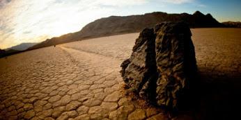 Ternyata Inilah  Misteri `Batu Berjalan` di Lembah Kematian