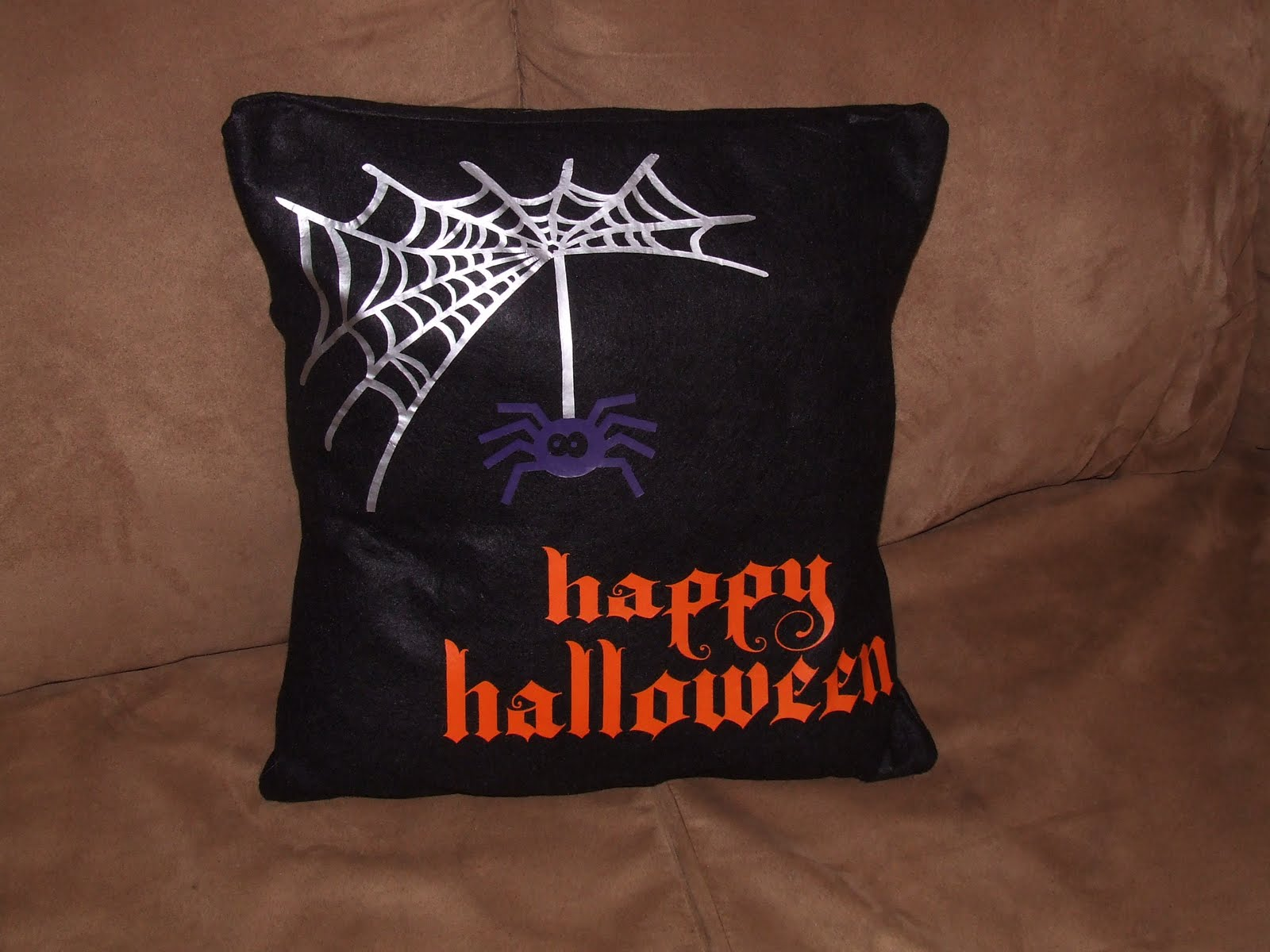tutorial tuesday: halloween pillow • keeping it simple