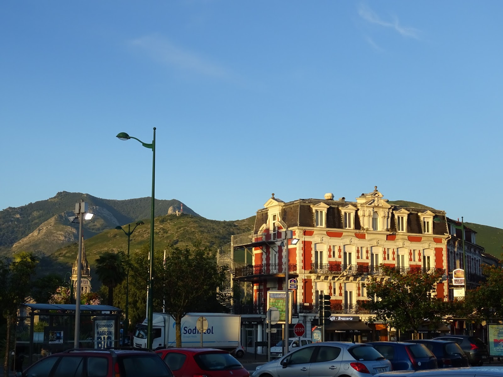 Sonnenaufgang über Lourdes