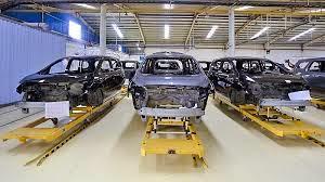pembuatan mobil di pabrik otomotif